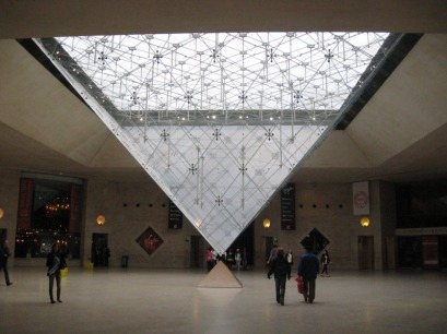 Closed Louvre = Almost Empty Louvre